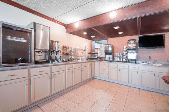 Knights Inn and Suites Grand Forks - Grand Forks - Bufé