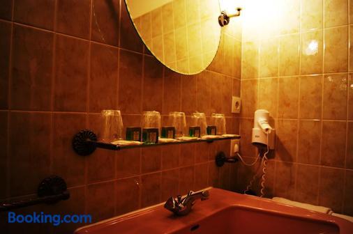 Hôtel Saint-Pierre - Villedieu-les-Poêles-Rouffigny - Bathroom