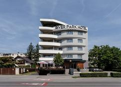 Hotel River Park - Κλουζ-Ναπόκα - Κτίριο