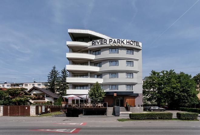 Hotel River Park - Cluj Napoca - Toà nhà