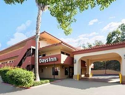 Days Inn by Wyndham Encinitas Moonlight Beach - Encinitas - Edificio