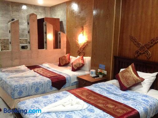 Ruan Mai Naiyang Beach Resort - Sakhu - Bedroom