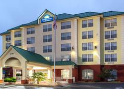 Days Inn & Suites by Wyndham Tucker/Northlake - Tucker - Building