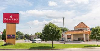 Ramada by Wyndham Sioux Falls Airport Hotel & Suites - Sioux Falls