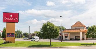 Ramada by Wyndham Sioux Falls Airport-Waterpark & Event Ctr - סו פולס
