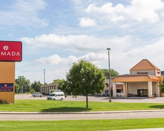 Ramada by Wyndham Sioux Falls Airport-Waterpark & Event Ctr - Sioux Falls - Gebouw