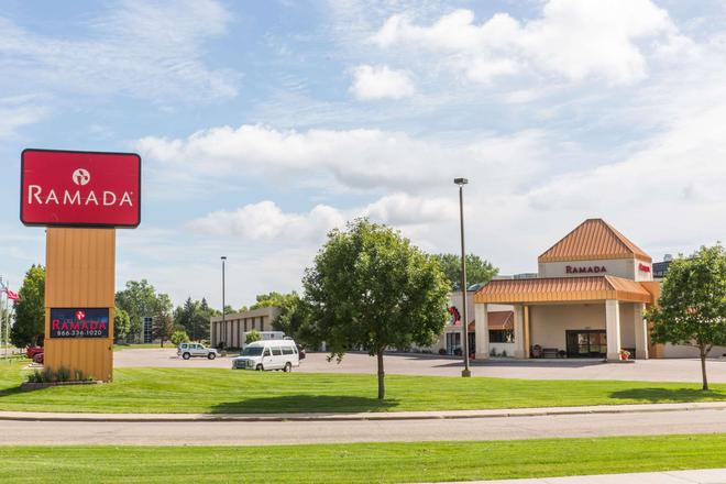 Ramada by Wyndham Sioux Falls Airport Hotel & Suites - Sioux Falls - Building