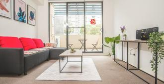 Spacious Apartment Close To Cbd In Heart Of Waterloo - Sydney - Wohnzimmer