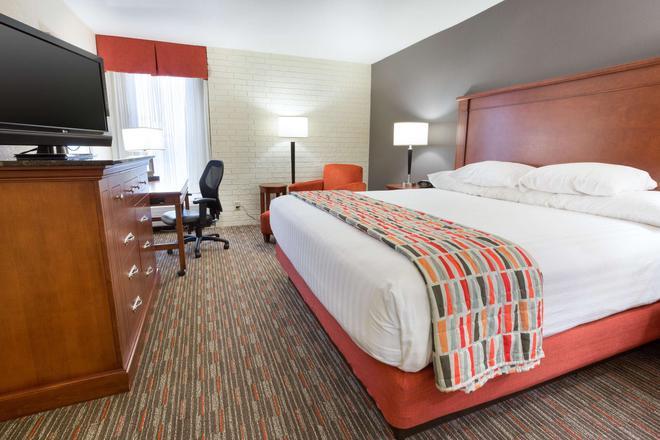 Drury Inn & Suites Joplin - Joplin - Bedroom