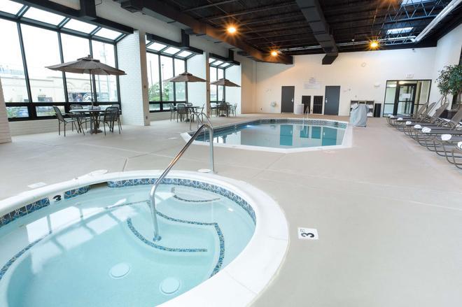 Drury Inn & Suites Joplin - Joplin - Pool