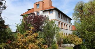 Hotel Am Thermalbad - Bad Nenndorf - Building
