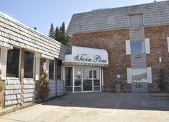 Twin Pine Inn & Suites - Hinton - Rakennus