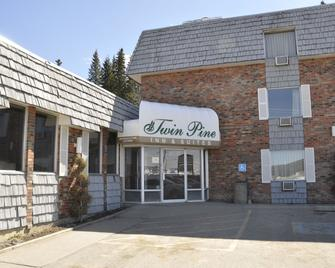 Twin Pine Inn & Suites - Hinton - Building