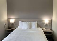 Microtel Inn By Wyndham Charlotte Airport - Charlotte - Bedroom
