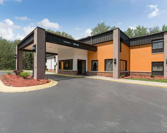 Quality Inn & Suites - Portage - Building