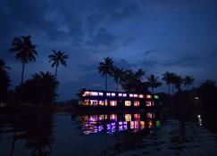 Kerala Luxury House Boat - Alappuzha