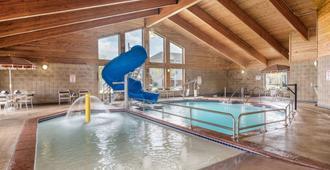 AmericInn by Wyndham Fargo West Acres - Fargo - Bể bơi