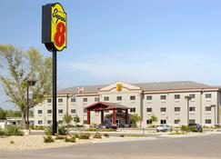 Super 8 by Wyndham Topeka at Forbes Landing - Topeka - Rakennus