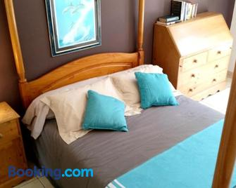 Villa With 4 Bedrooms in Malaucène, With Wonderful Mountain View, Priv - Malaucène - Bedroom
