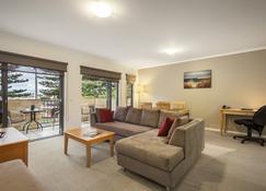 Quest Warrnambool - Warrnambool - Living room