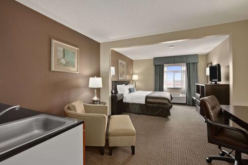 Wingate by Wyndham Pueblo - Pueblo - Bedroom