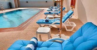 Signature Hotel Al Barsha - Ντουμπάι - Πισίνα