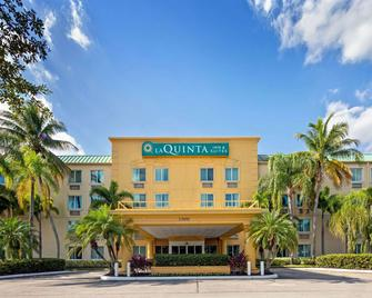 La Quinta Inn & Suites by Wyndham Sunrise Sawgrass Mills - Sunrise - Building