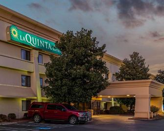 La Quinta Inn & Suites by Wyndham N Little Rock-McCain Mall - Little Rock - Building