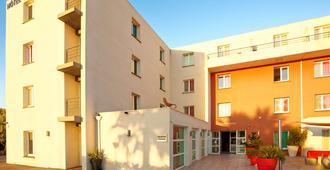 Kyriad Perpignan Sud - แปร์ปิยอง - อาคาร