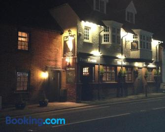 The Half Moon Inn - Woking - Building