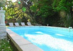 克洛斯昂布瓦斯酒店 - 安布瓦 - 阿姆博斯 - 游泳池