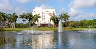Hawthorn Suites by Wyndham West Palm Beach - Bãi biển West Palm