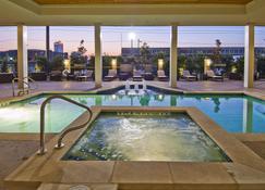 Hotel Indigo Waco - Baylor - Waco - Pool