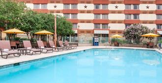 Wyndham Garden Hotel - Austin - אוסטין - בריכה