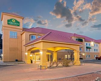La Quinta Inn & Suites by Wyndham Ruidoso Downs - Ruidoso Downs - Gebäude