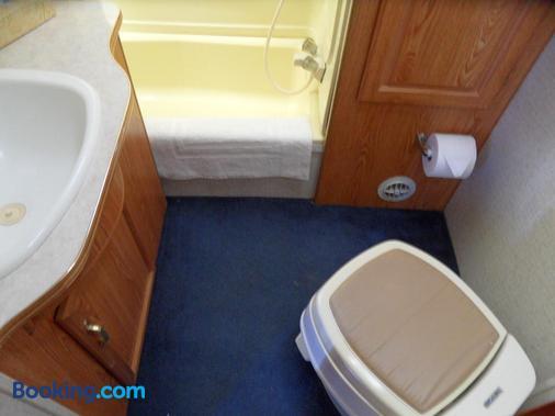 Pahrump RV Park & Lodging - Pahrump - Bathroom