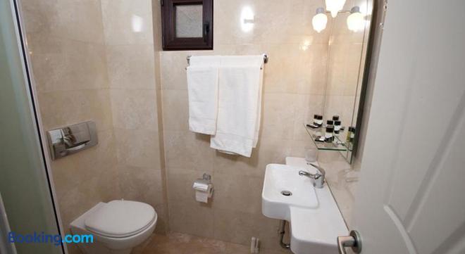 Berdoussis Hotel - Elafonisos - Bathroom