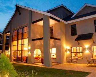 Protea Hotel by Marriott Bloemfontein Willow Lake - Bloemfontein - Building