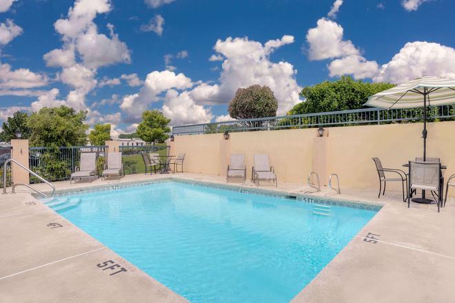 梅肯羅德威酒店 - 馬孔 - 梅肯 - 游泳池