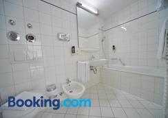 Bayers Boardinghouse & Hotel - Munich - Bathroom