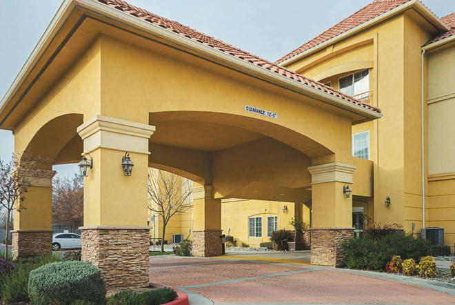 La Quinta Inn & Suites by Wyndham Fresno Northwest - Fresno - Edificio