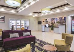 弗雷斯諾西北區拉金塔旅館及套房酒店 - 佛雷斯諾 - 弗雷斯諾(加州) - 大廳