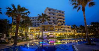 Aquamare Beach Hotel & Spa - Paphos - Pool
