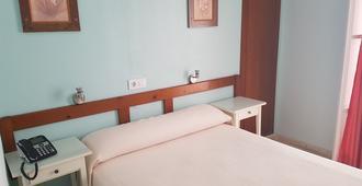 Hostal Bahía - Cadiz - Bedroom