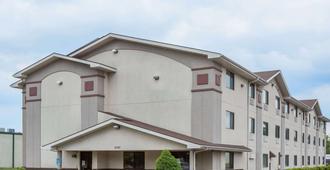 Super 8 by Wyndham Danville VA - Danville - Edificio