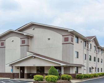 Super 8 by Wyndham Danville VA - Danville - Building