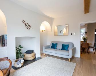 Clovelly House - Knaresborough - Living room