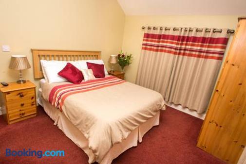 Larkins Pub Restaurant And B&b - Milltown (Kerry) - Bedroom