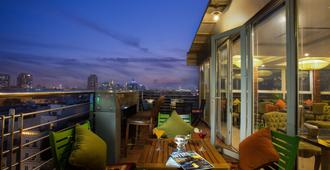 Golden Silk Boutique Hotel - Hanoi - Balcony