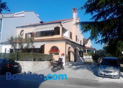Villa Milli - Rovinj - Building